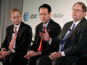 AT&T Bids for T-Mobile USA
